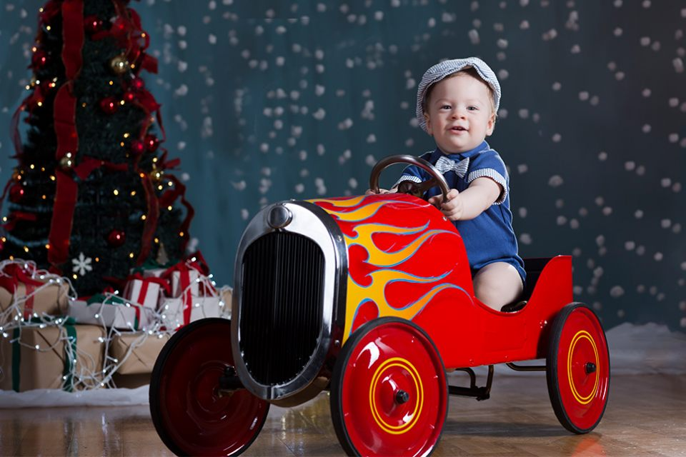 portrait-kid-child-in-red-car-christmas-tree-lights-snow-ballarat-infocus-photography