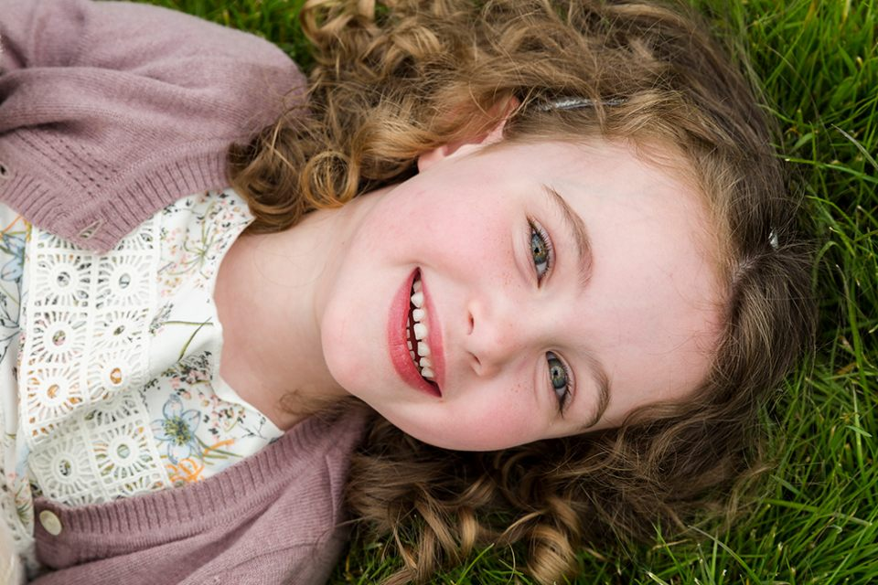 portrait-laying-on-ground-girl-playing-park-child-smile-family-infocus-photography